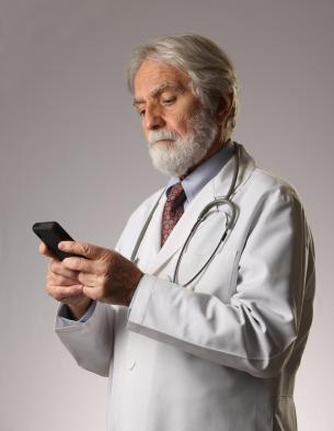 Older-Doctor-Smartphone-Medical-Apps