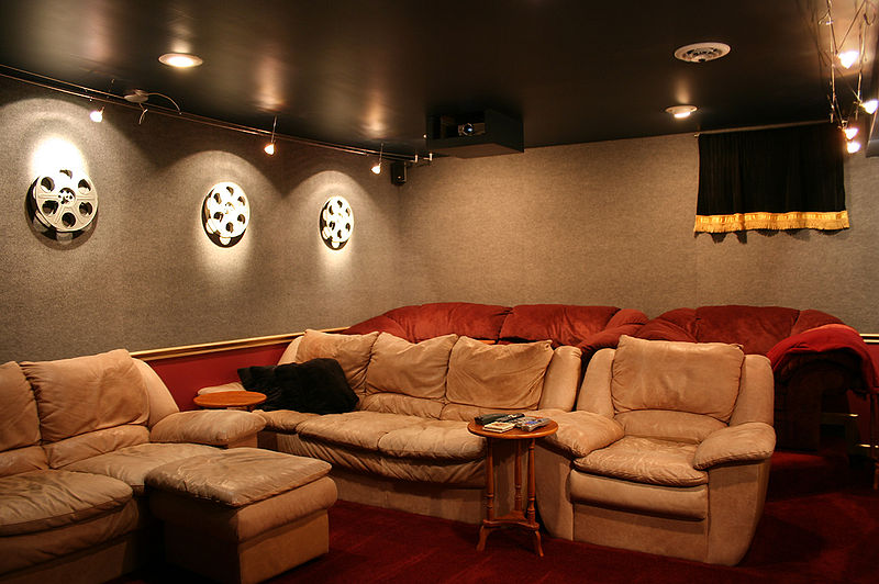 800px-Home-theater-tysto