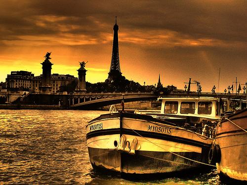 paris_by_boatl