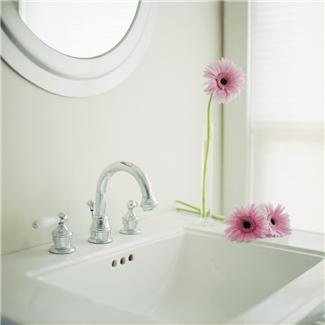 Bathroom 101: Should I Redecorate or Remodel?