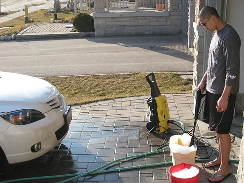 The Benefits Of Hiring A Pressure Washer For Around The Home