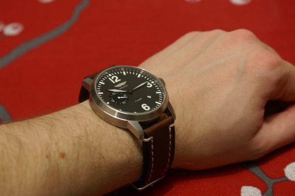 aviator_45mm_wrist