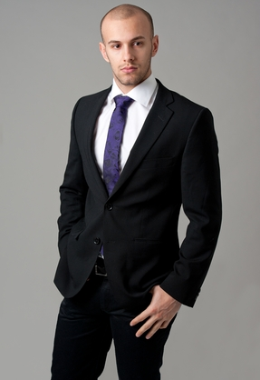 4 Simple Tips For Choosing and Wearing Stylish Men's Clothing