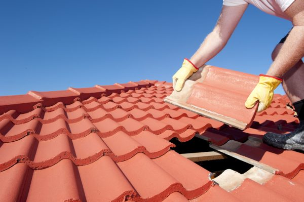 When To Call An Expert Roofer- Don't Try This At Home