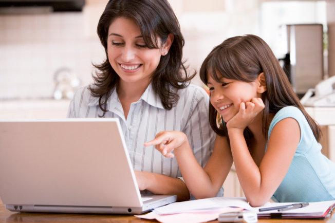Online Degree Programs Help Parents Return To College