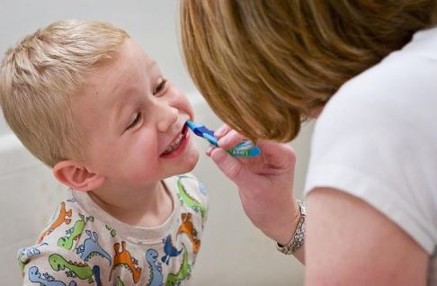 5 Motivating Tricks To Help Your Kids Remember To Brush and Floss