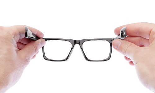 What Are The Characteristics Of Astigmatism and Cure For It?
