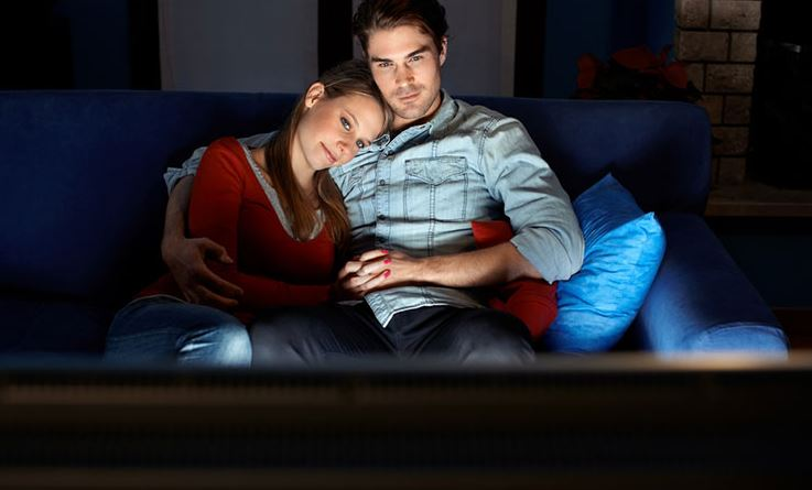 Breaking The Ice: How To Make A Movie Night The Perfect First Date