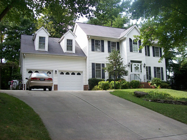 How To Efficiently Maintain Your Concrete Driveway