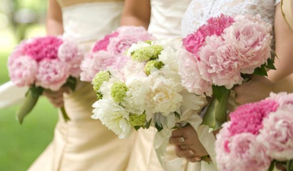 3 Simple Steps To Follow While Selecting Your Wedding Flowers