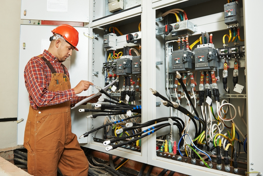 4 Reasons To Pay For An Electric Maintenance Plan
