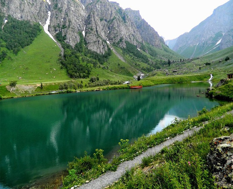 7 Most Beautiful Romantic Gateways In Pakistan
