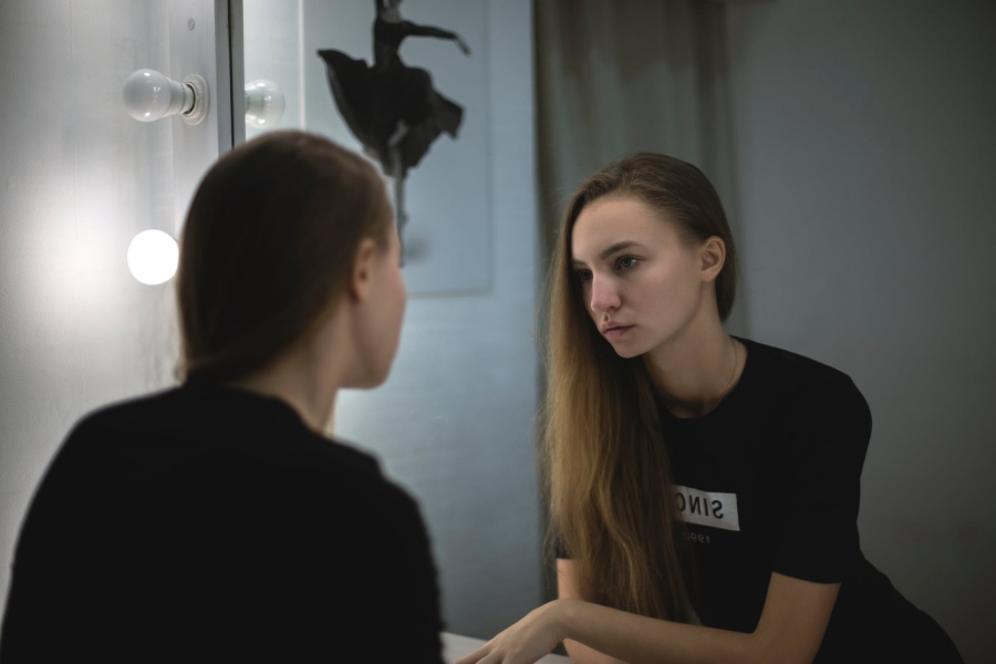 4 Flaws People Often See in Themselves & How to Move Past Them